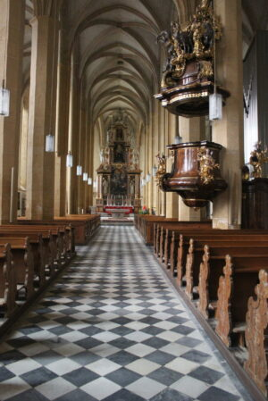 Stiftskirche mit der barocken Kanzel ©Autorin
