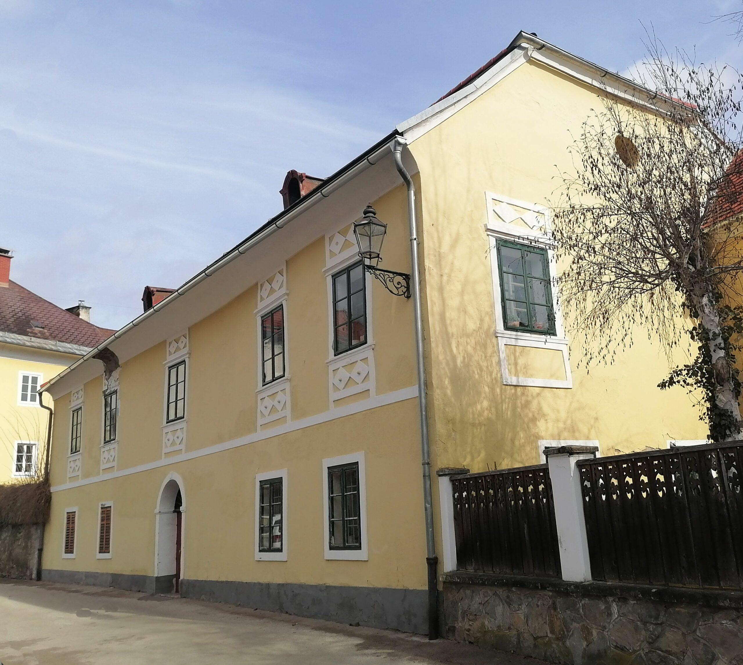 Hauptfassade aus dem Biedermeier