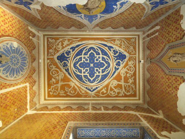 Unter dieser neogot. Decke befindet sich der Deckenrest aus der Zeit Wolf Dietrichs ©Maritsch, Salzburger Burgen und Schlösser