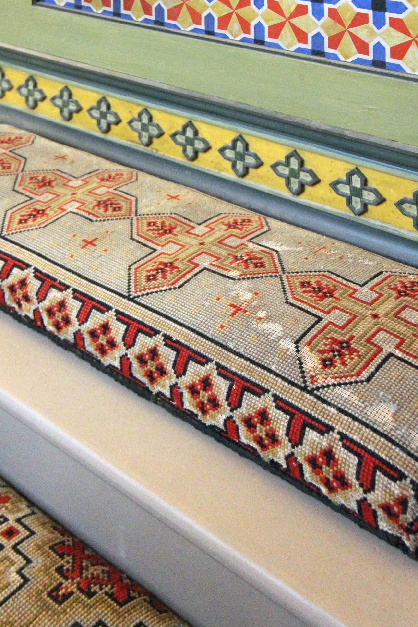 Textilien gestickt von Frauen aus den ersten Häusern Salzburgs © BDA, Conny Cossa