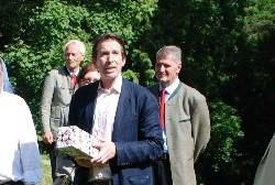 Dipl.Ing. Dorian Graf Thurn-Valsassina begrüßt die Gäste